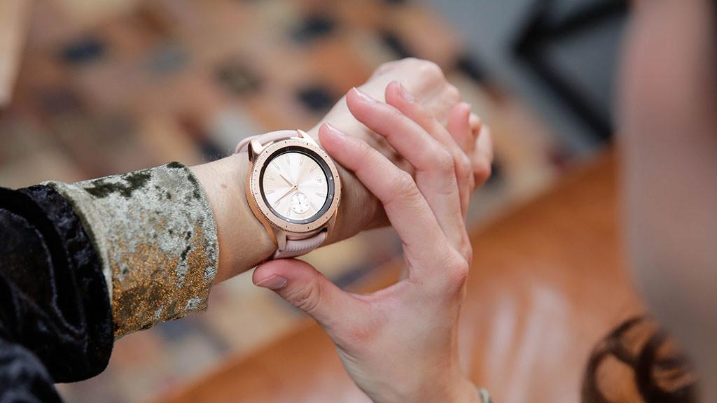 Умные часы Samsung Galaxy Watch 42mm (Rose Gold)