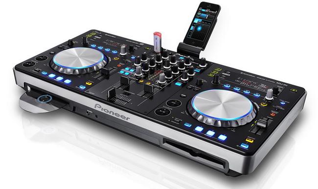 Pioneer XDJ-R1 - DJ-контроллерDJ станции и контроллеры<br>DJ-контроллер<br>