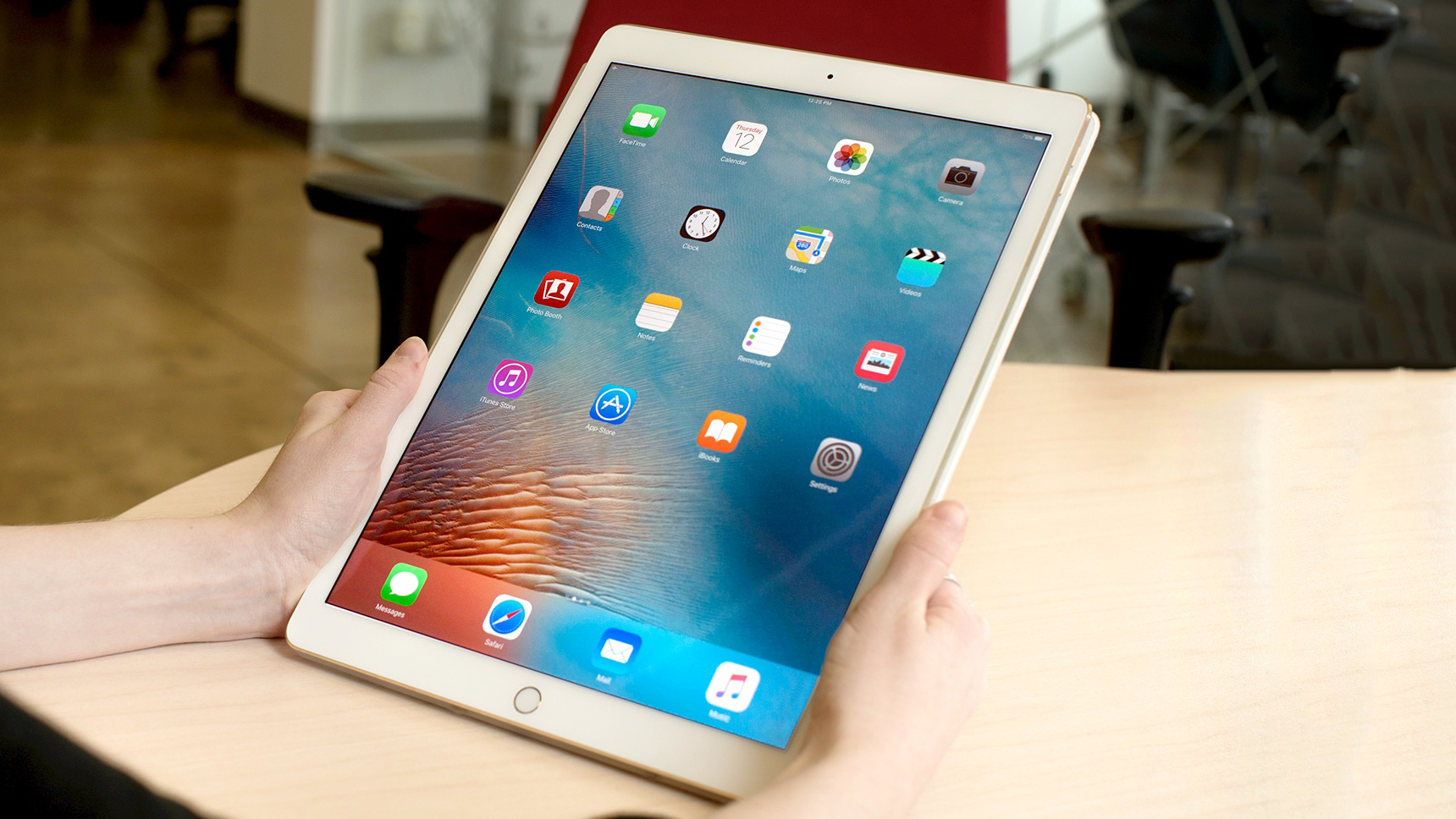 Планшет Apple iPad Pro 512Gb 12.9 Wi-Fi+Cellular MPLL2RU/A (Gold)