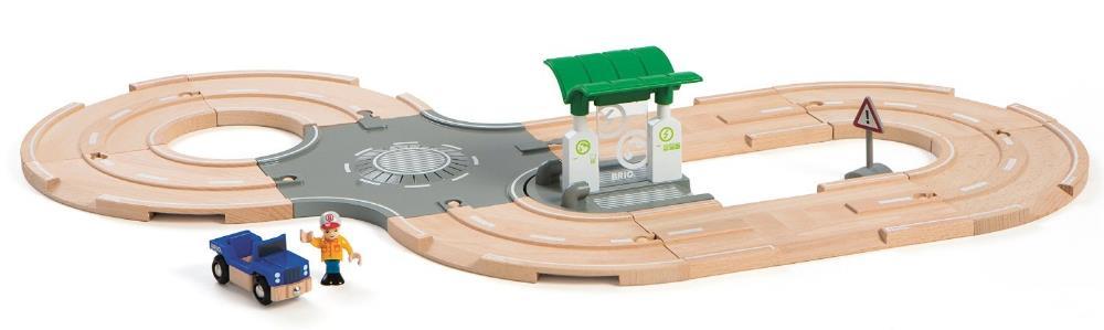 BRIO Набор с автодорогой, перекрестком и заправкой (33747) - игровой набор Набор с автодорогой, перекрестком и заправкой 33747