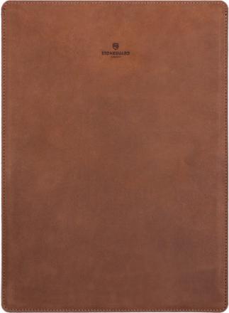 Stoneguard 511 (SG5110703) - кожаный чехол для MacBook Pro 13 Retina (Sand)