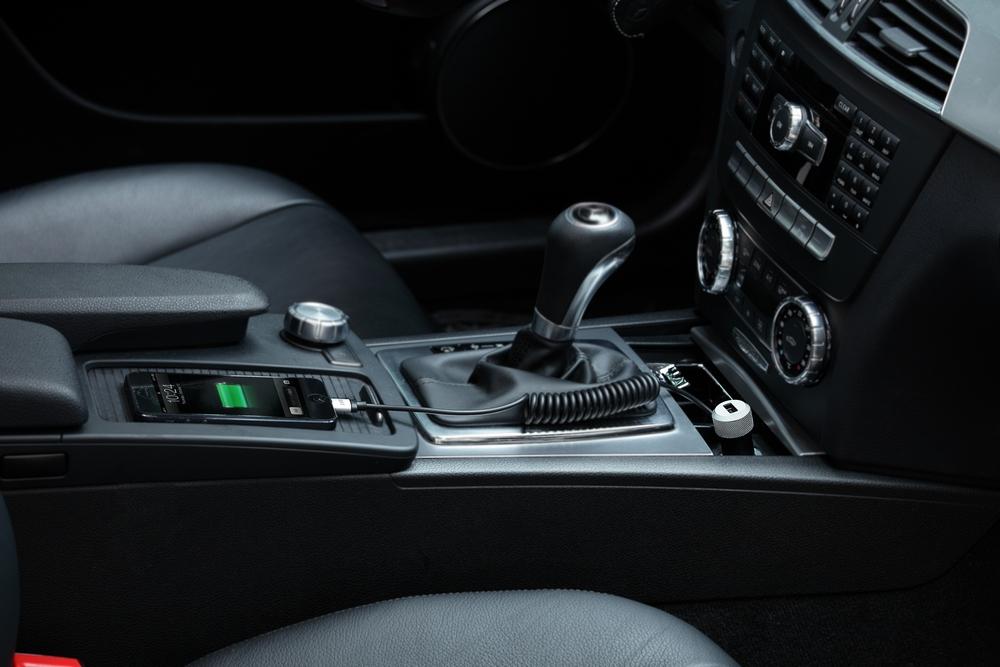 Автомобильное зарядное устройство Just Mobile Highway Max with Coiled Lightning Cable CC-178 (Black/Silver)