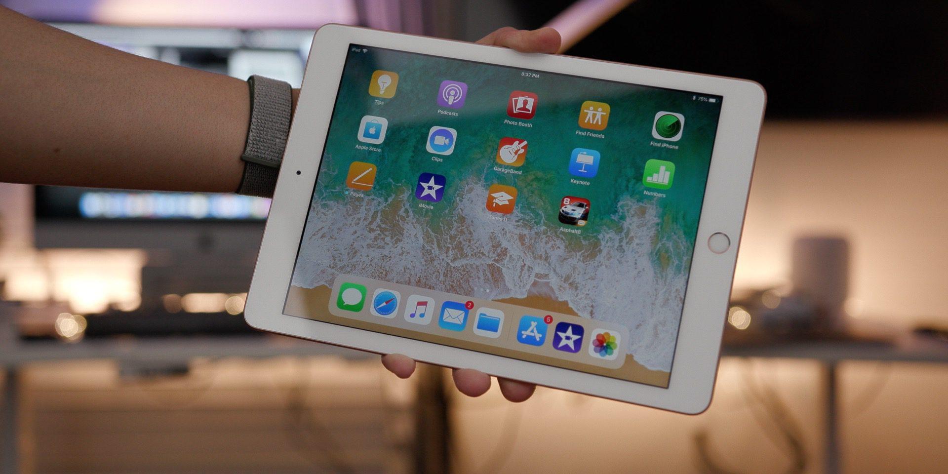 Планшет Apple iPad 9.7'' 128Gb Wi-Fi 2018 MRJP2RU/A (Gold)