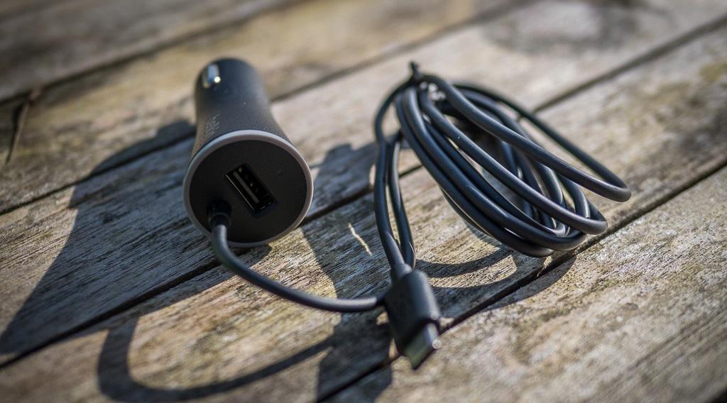 Автомобильное зарядное устройство Belkin Car Charger USB-C Cable and USB-A Port (F7U006bt04-BLK)