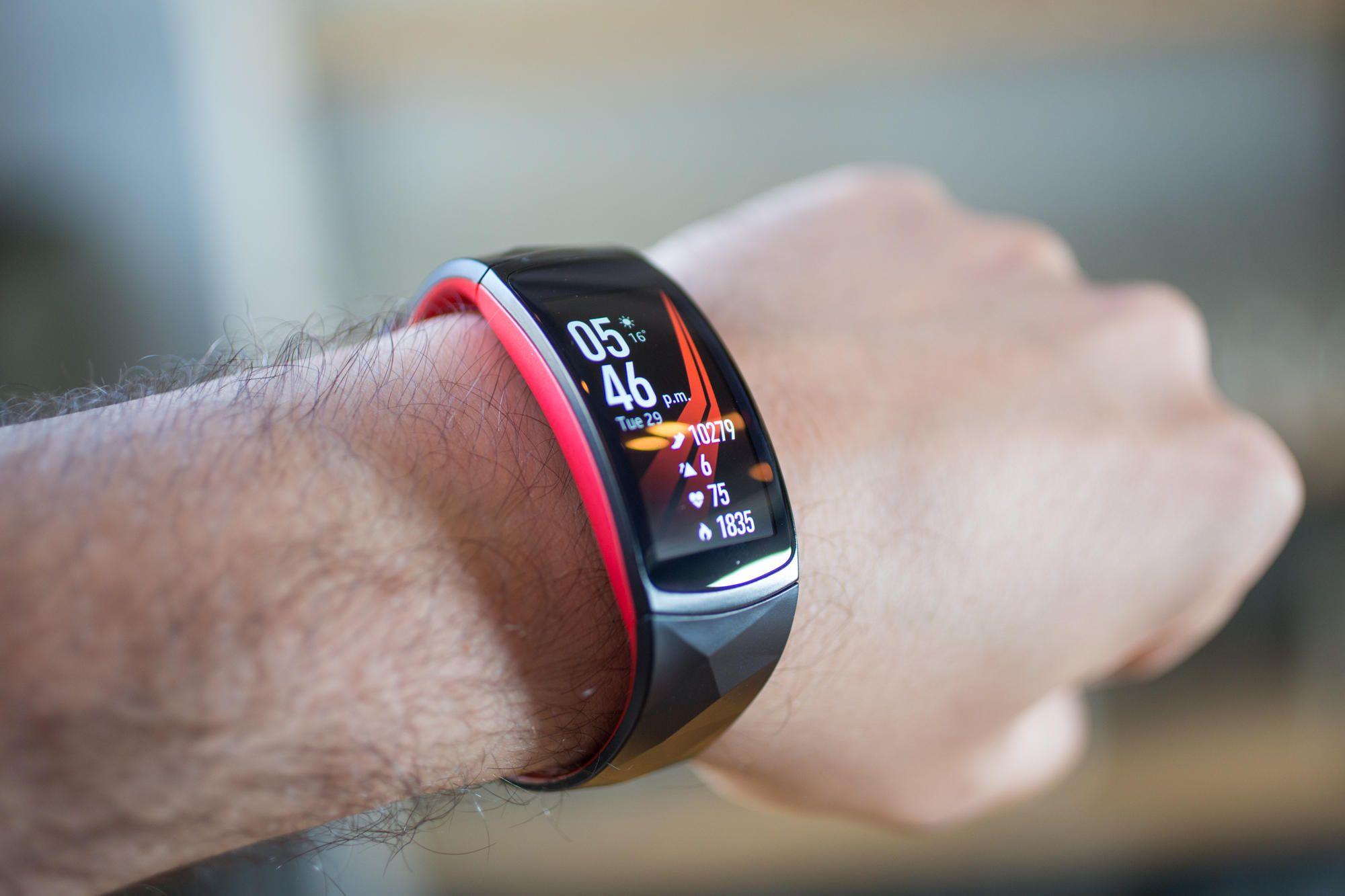Фитнес-браслет Samsung Gear Fit 2 Pro L (Black/Red)