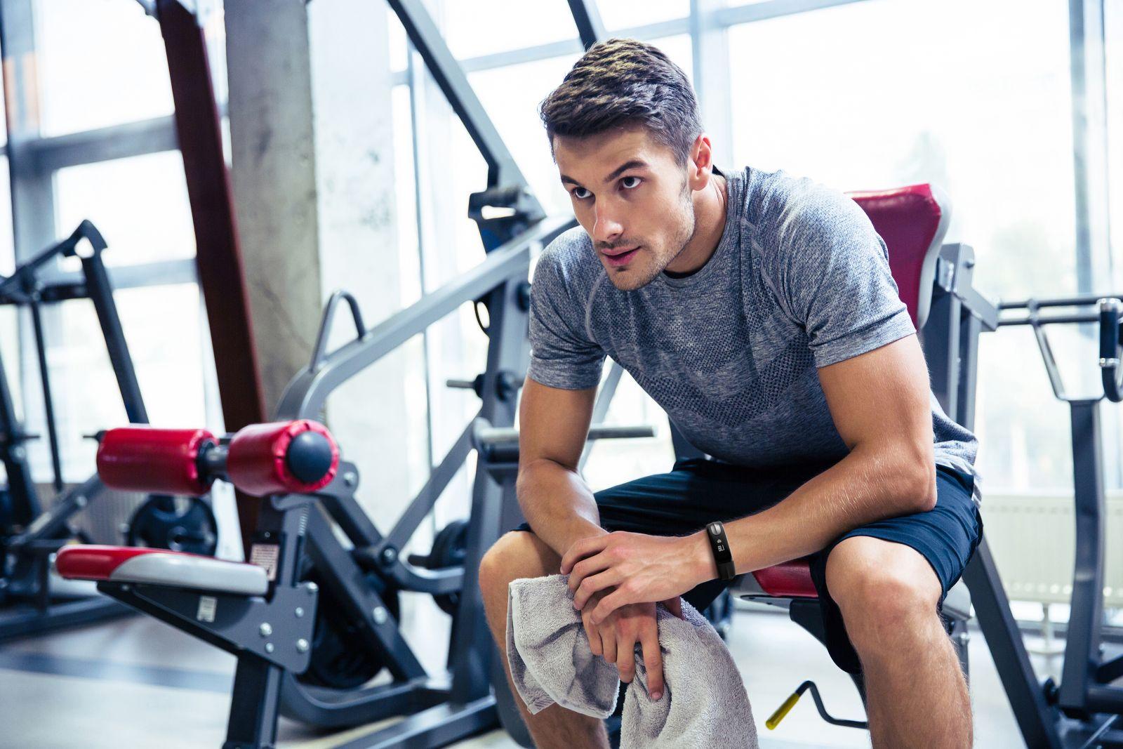 фото людей в спортзале ницце расположен один