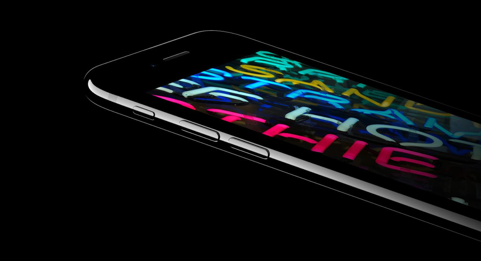 Мобильный телефон Apple iPhone 7 Plus 128Gb (Jet Black)
